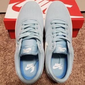 Nike Shoes - Nike SB Check Solarsoft